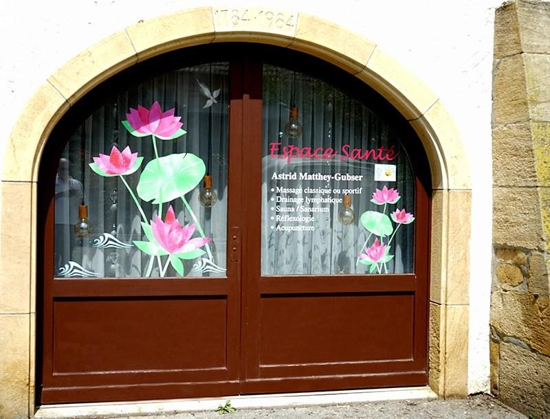 Photo de la vitrine de l'Espace Santé Chez Astrid, à Marin (NE)
