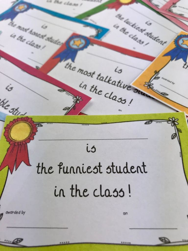 Diplomes à distribuer en fin d'année - les superlatifs