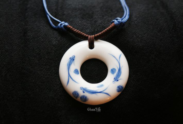 collier-ceramique-asiatique-peinture-traditionnelle-chinoise-poisson-chezfee