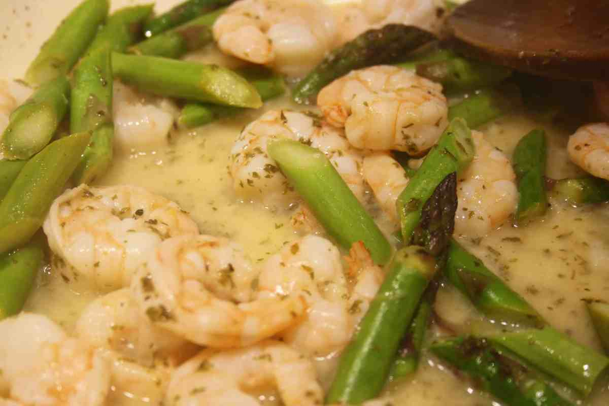 Linguine with Prawns and Asparagus