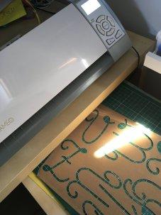 lettres rugueuses majuscule cursive