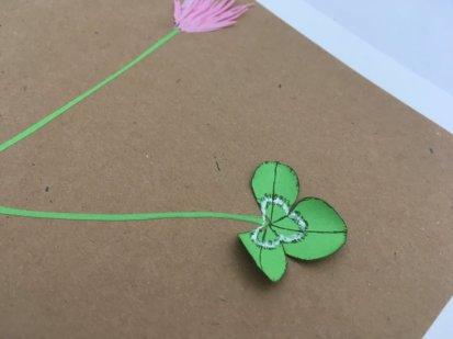 herbier en papier trèfle et sa fleur