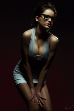 a_few_hot_girls_who_make_glasses_look_sexy_27