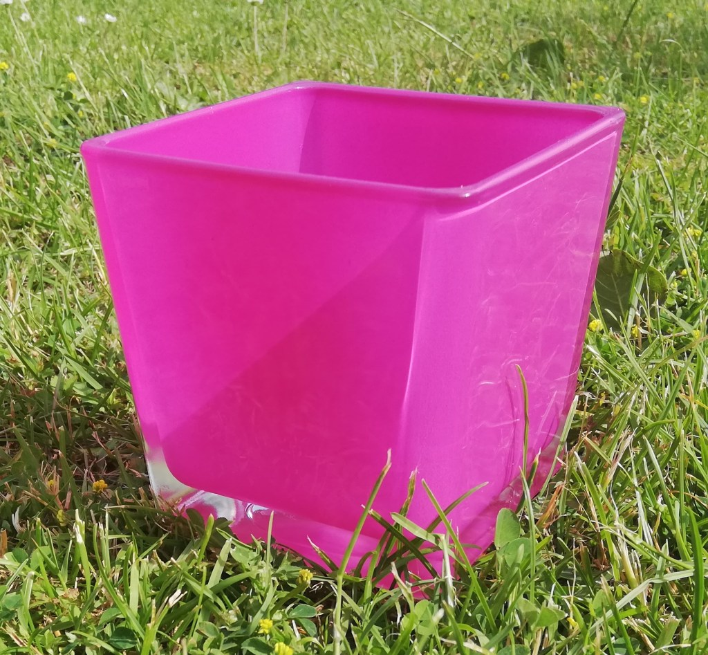 Petit vase carré rose
