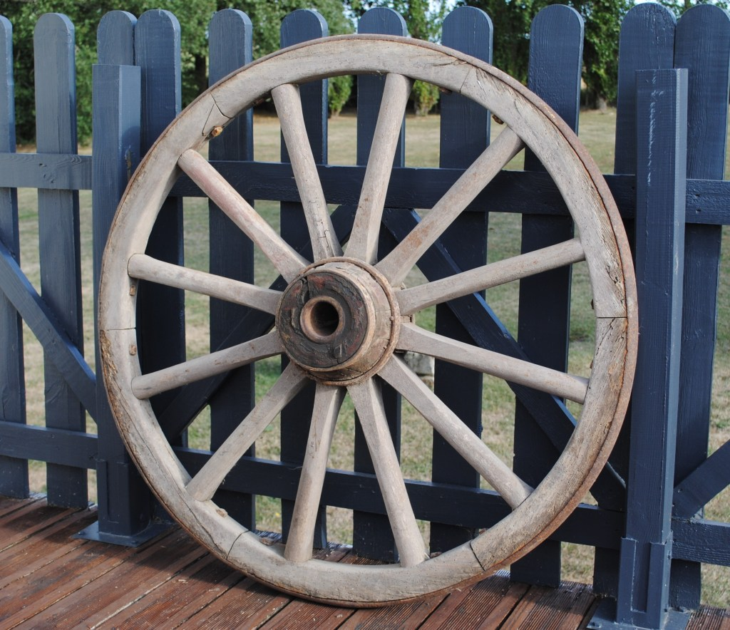 Location roue de charrette pour déco champêtre vintage Tours 37