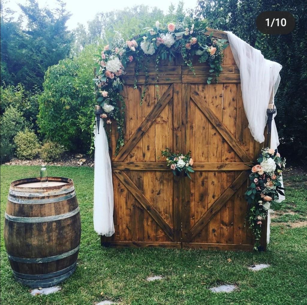 Location arche de cérémonie Arche portes de grange bois pour cérémonie laïque Tours 37 indre et loire loir et cher 41 Blois Région centre 86 Poitiers
