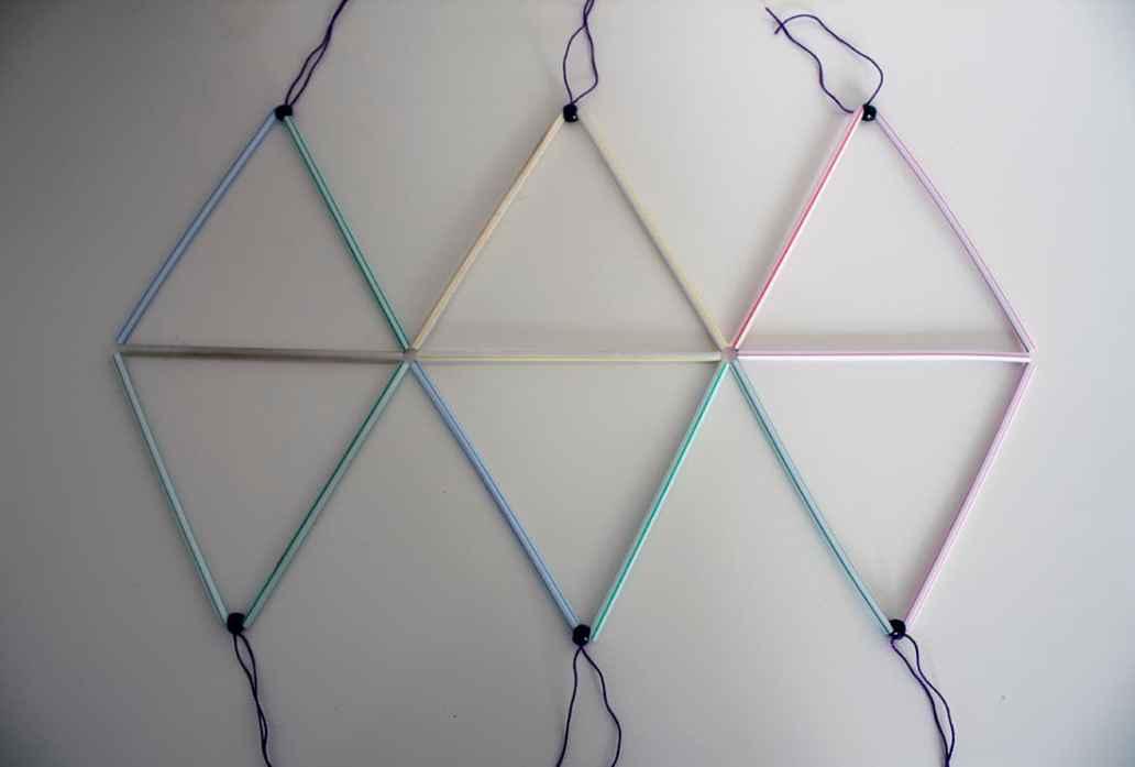 construction du lustre en pailles - Fabriquer un lustre géométrique avec des pailles
