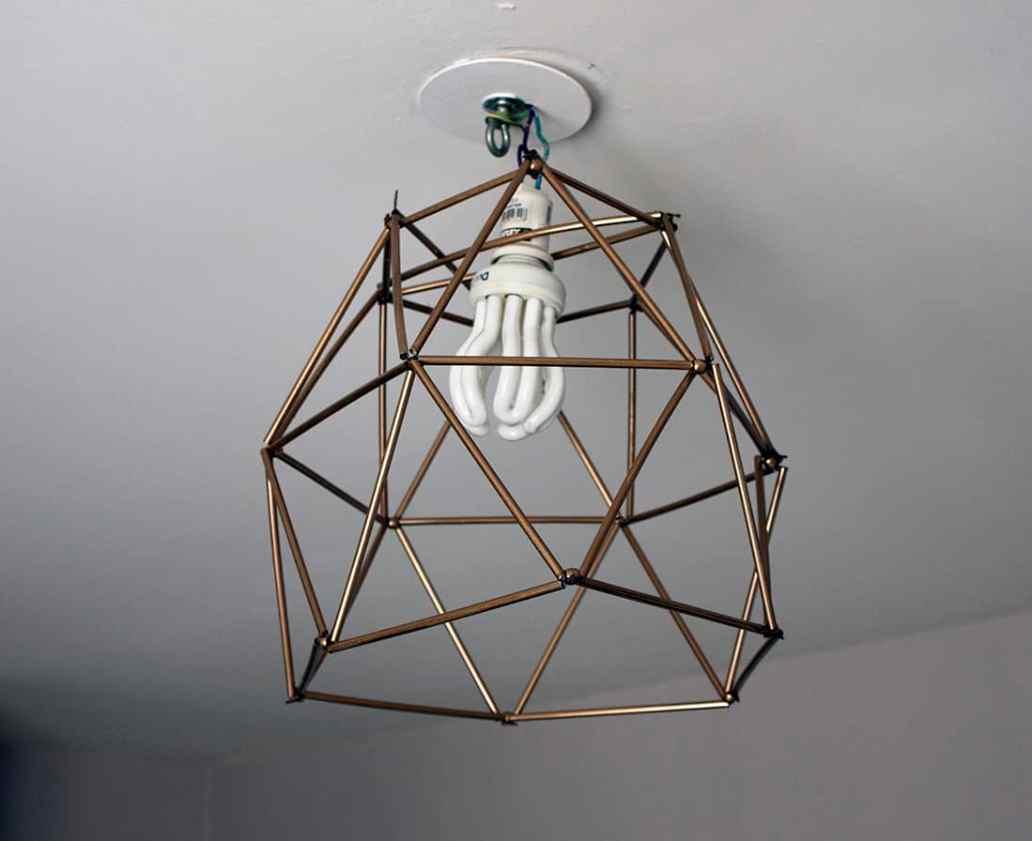 résultat final du lustre geometrique en pailles - Fabriquer un lustre géométrique avec des pailles