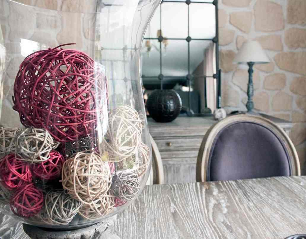 zoom sur la décoration du salon - Visite du salon romantique de Véronique