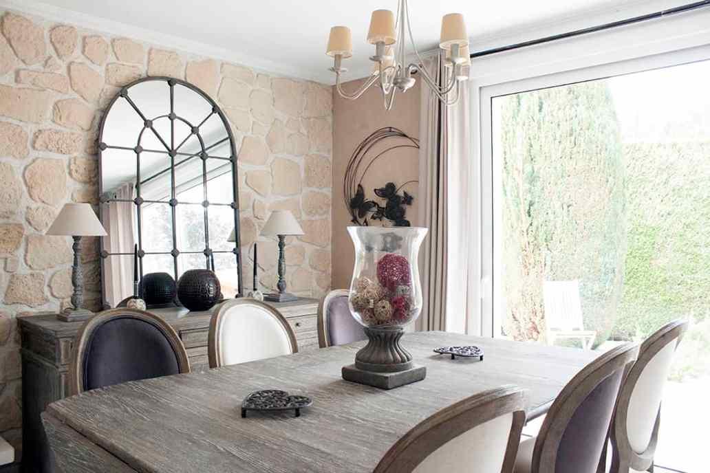 zoom sur la salle a manger salon - Visite du salon romantique de Véronique