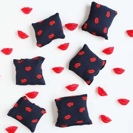 coussins coeur saint valentin - 14 DIY pour une Saint-Valentin réussie
