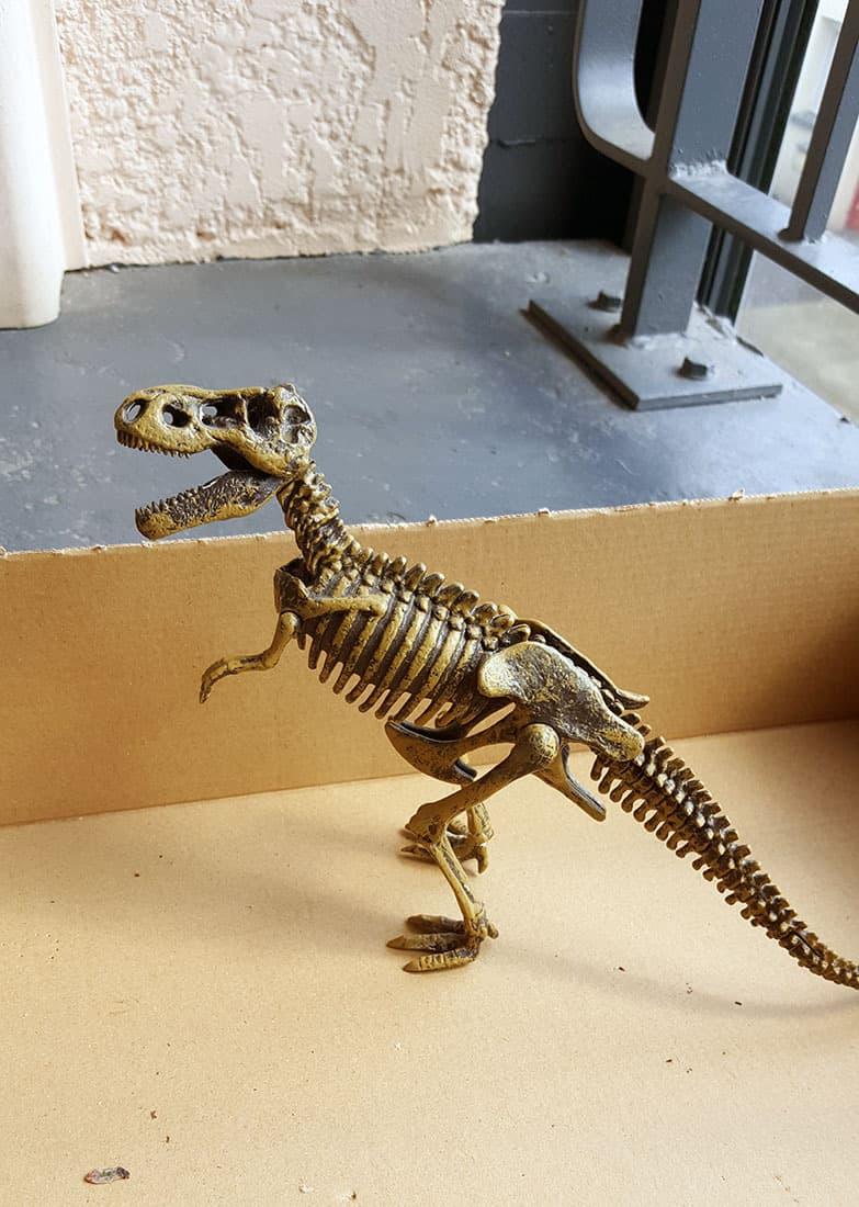 le dinosaure en plastique - DIY, le dinosaure s'invite dans la déco