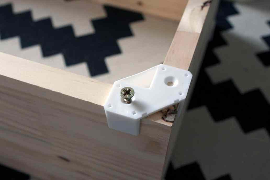 vissage des planches cubix - Cubix : un outil pratique pour l'aménagement du bureau