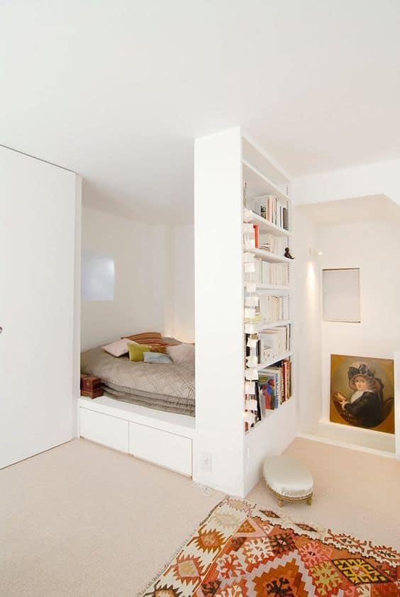 un lit cache par une etagere - Inspiration Pinterest : comment bien aménager un studio