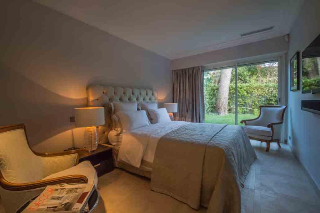 chambre villa riviera luxoria interior architecte - Luxoria Interiors, un cabinet d' architecte haut de gamme