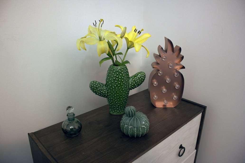 table de chevet decoration cactus - J'ai testé pour vous le linge de lit blanc avec La Compagnie du Blanc