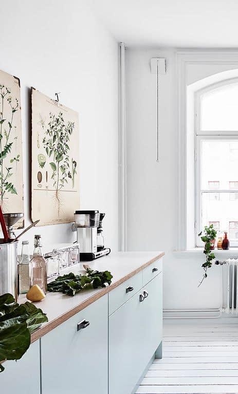 affiches anciennes dans cuisine vintage - Cuisine vintage, la tendance déco du moment