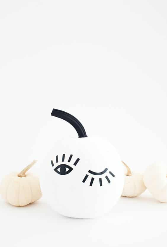 citrouille oeil halloween - 15 DIY originaux pour décorer la citrouille d'Halloween
