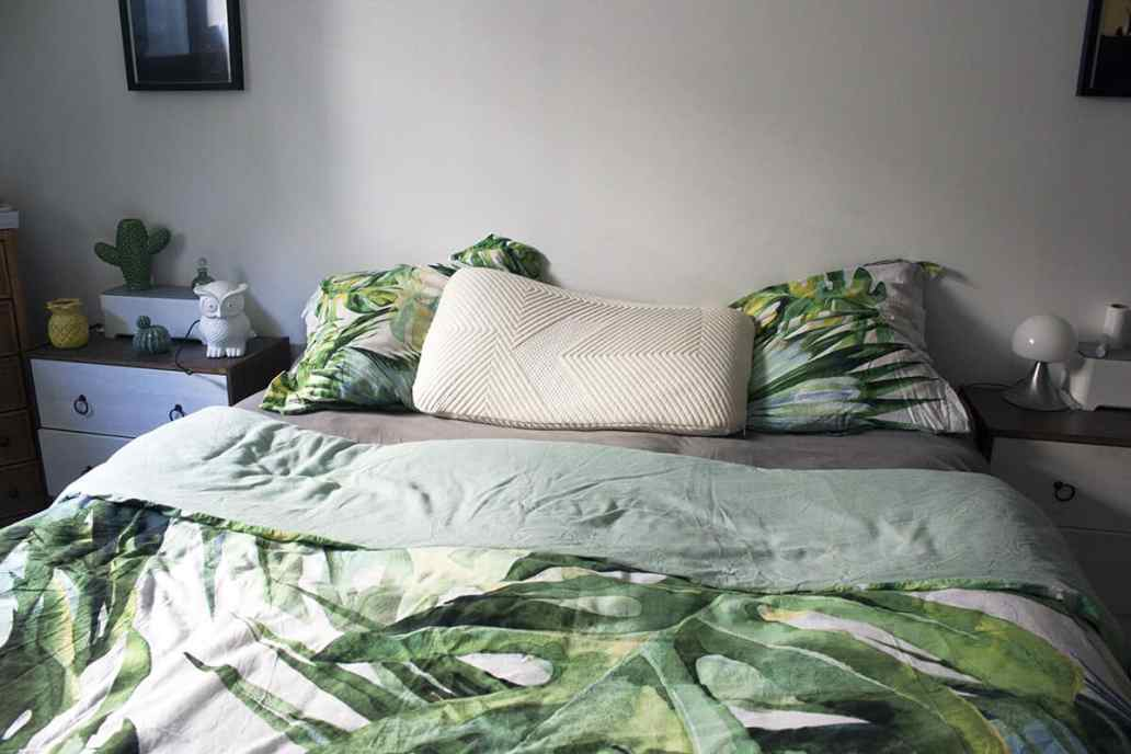 lit et chambre avec un oreiller kipli - Kipli, la marque de literie écologique et confortable