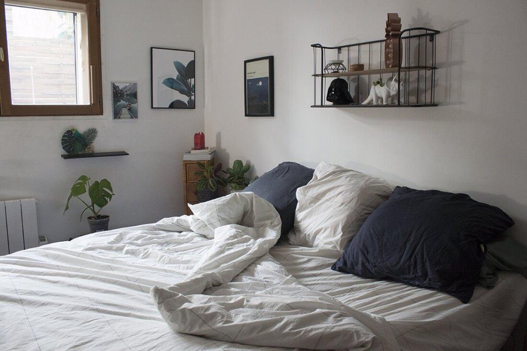 linge de lit greige en coton sur lit dans chambre tendance - Le linge de lit français et éco-responsable Greige