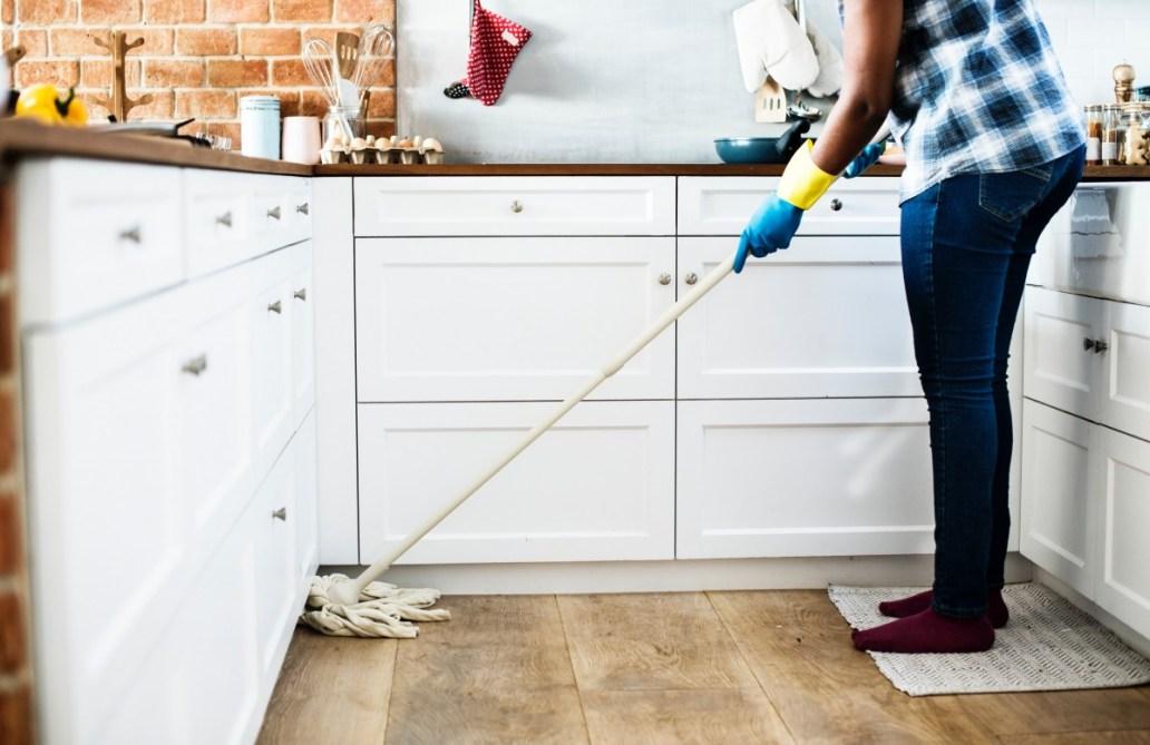 alone cabinets chores cleaning contemporary domestic estate floor 1559391 - Bien s'organiser pour allier décoration, tâches ménagères et travail