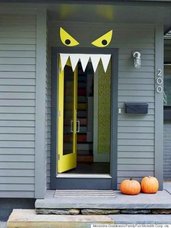 deco porte halloween monstre - 12 idées pour décorer la porte à Halloween