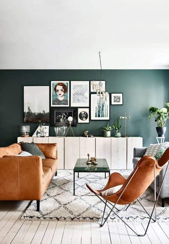 décorer le mur du salon avec une composition de cadre - Comment décorer le mur du salon ?