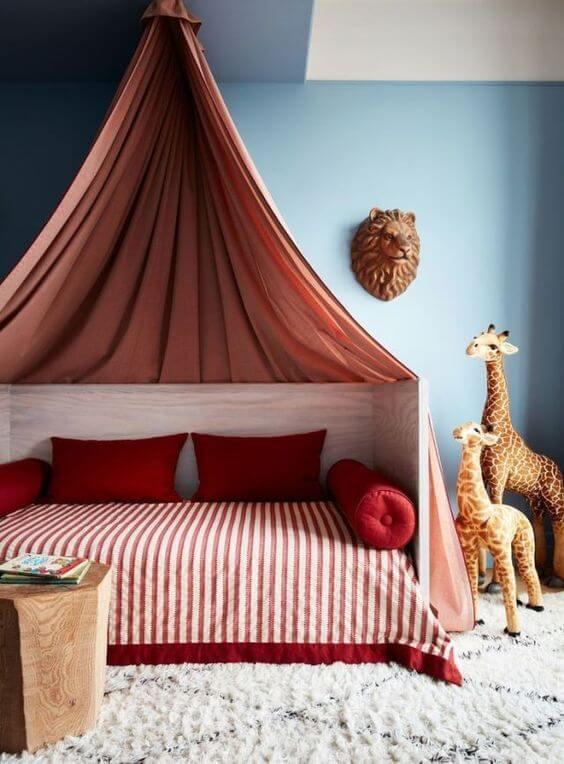 Chambre avec lit cabane à rideaux - Comment bien choisir le lit de son enfant ?
