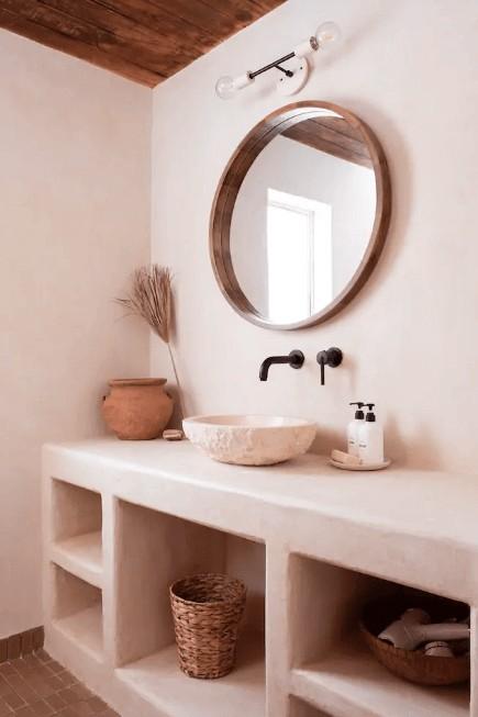 salle de bain dans un gite avec une décoration brute et nature 2 - Comment meubler un gîte avec originalité ?