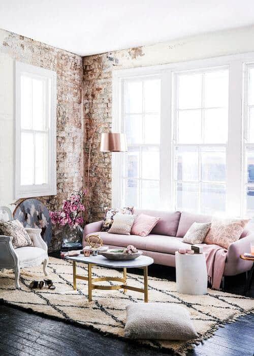 un salon confortable avec une deco romantique moderne - Quel mobilier de salon pour quel style de déco ?