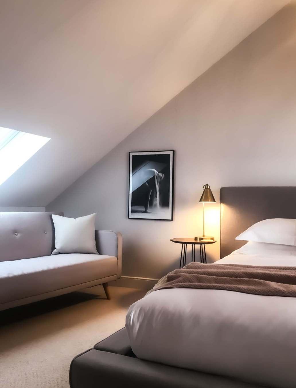 seashell in love kristin qLOlHvJ IME unsplash 2 1565x2048 - Comment meubler vos chambres d'hôtes ?