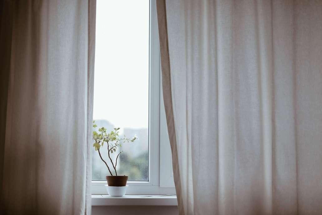 eduard militaru Q4PvX80itZ0 unsplash 2 2048x1365 - Comment appliquer un brise-vue pour fenêtre ?