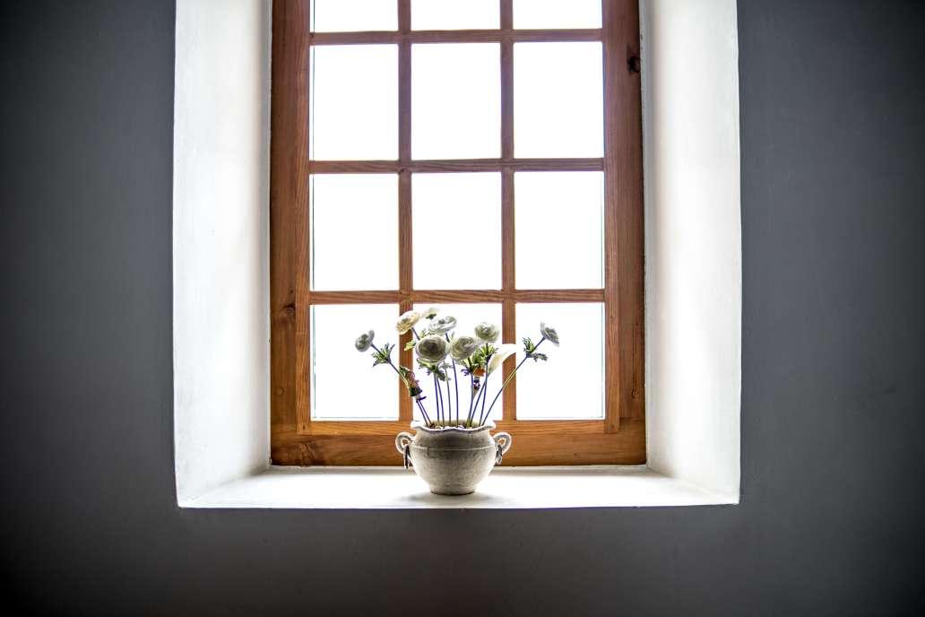 noah naf fqQr1AFWwnc unsplash 2 2048x1365 - Quand faut-il changer ses fenêtres ?