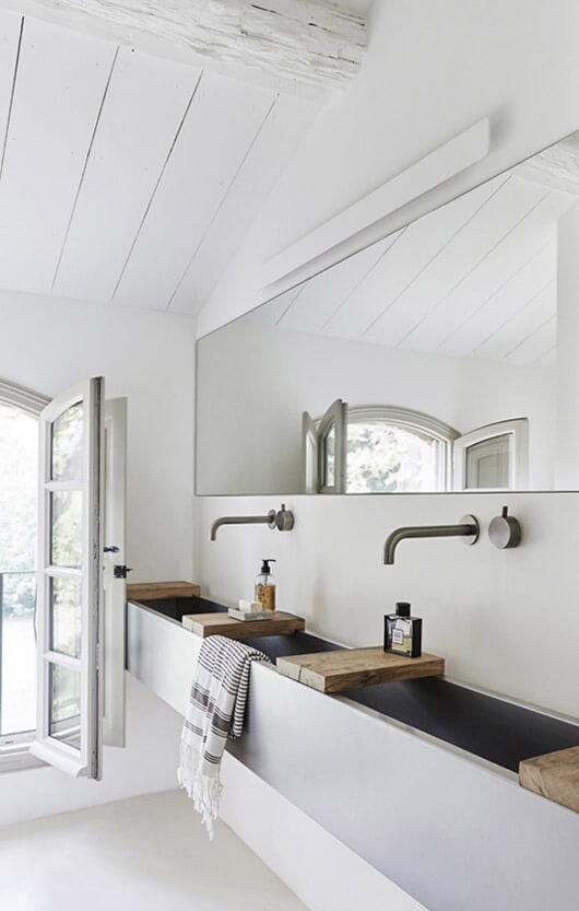 une salle de bain retro revisitee dans un style contemporain 2 - Salle de bains ancienne : 8 astuces pour la rénover !