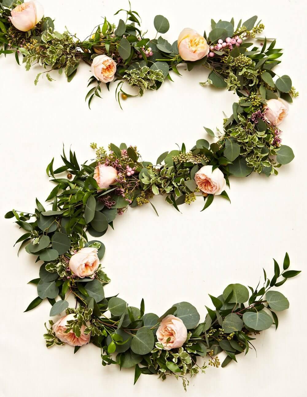 guirlande decorative avec des fleurs sechees - Laisser les fleurs séchées envahir la décoration