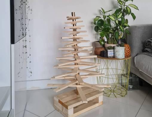 DIY récup : fabriquer un sapin de Noël en bois avec des tasseaux