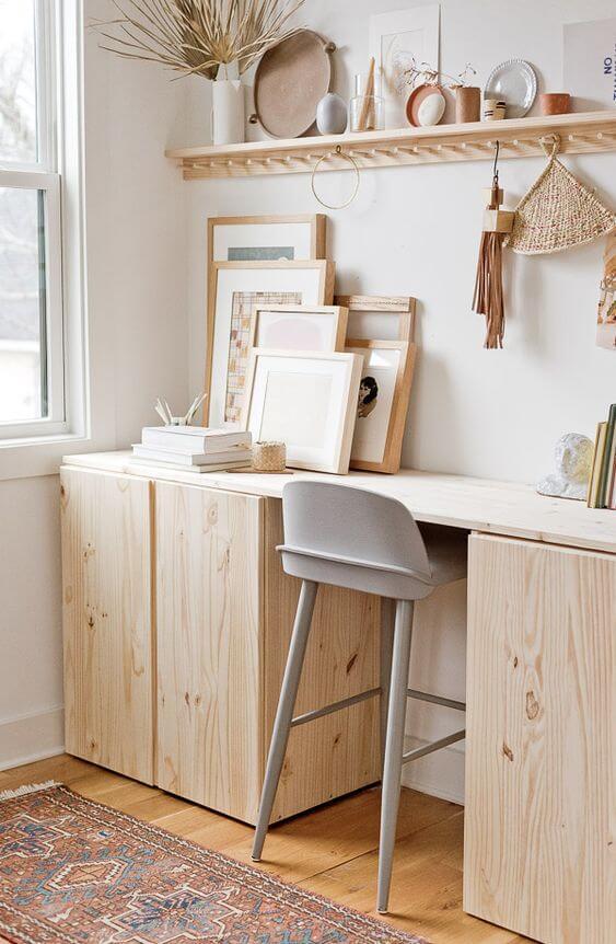 bureau bois atelier avec etagere - Comment aménager un coin bureau efficace à la maison?