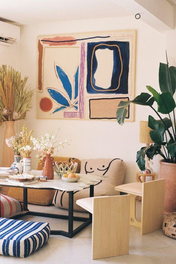 salon deco arty 2 - Tendances meubles et décoration 2021 : le grand décryptage