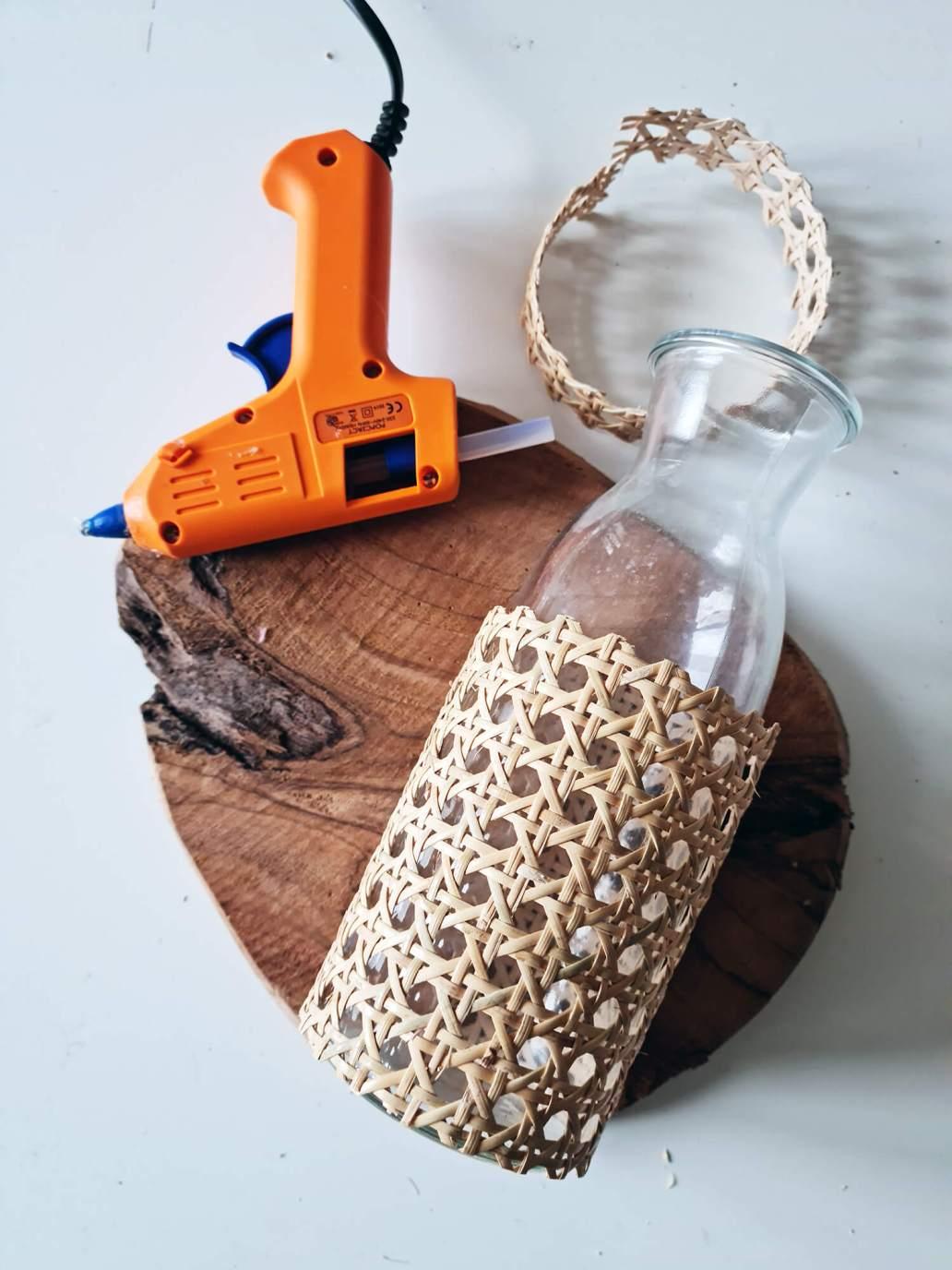 20210311 175516 - DIY rapide : personnaliser une bouteille avec du cannage