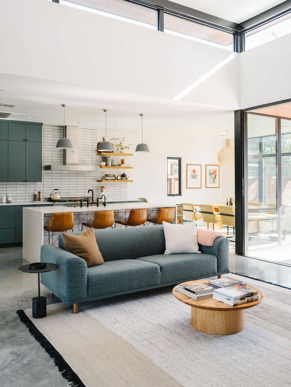 cuisine ouverte bleu avec grande baie vitrees - Conseils rénovation : comment bien choisir sa cuisine