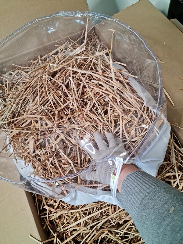 20210514 150617 - DIY jardin : Fabriquer un pouf original avec de la paille