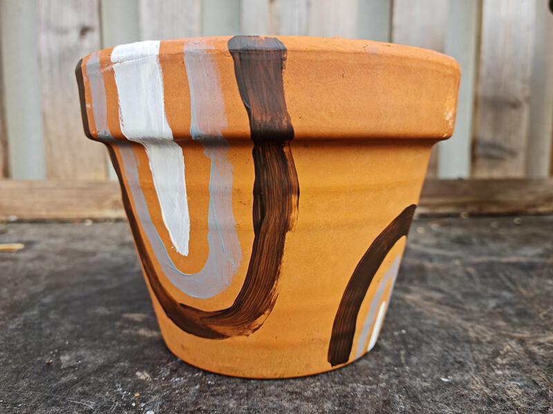 20210528 184856 - DIY jardin : comment personnaliser des pots en terre cuite