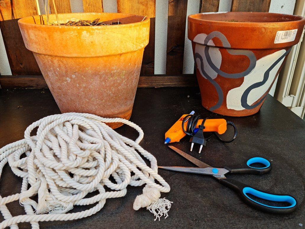 20210610 210737 - DIY jardin : ajouter de la douceur sur un pot de fleurs avec une corde