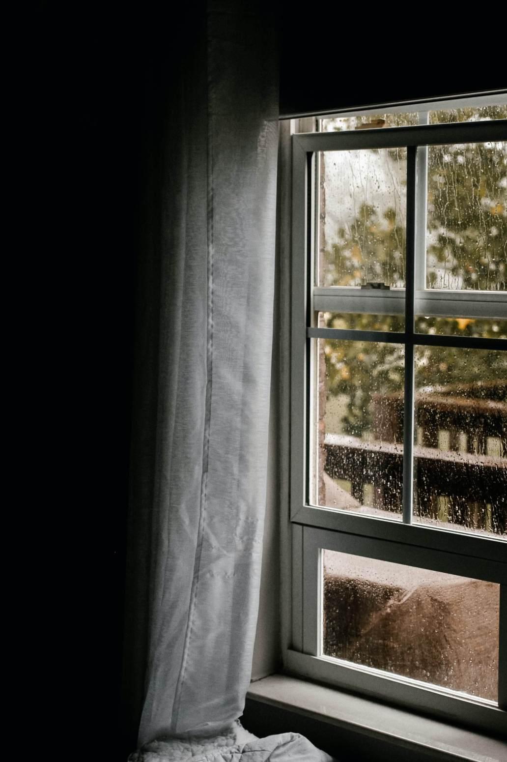 danielle dolson yeN9XfiUafY unsplash 2 1364x2048 - Fenêtres anciennes : quel matériau choisir pour les remplacer ?
