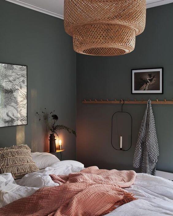 chambre au couleur sombre et moderne avec literie de qualite - Comment choisir une literie de qualité pour la chambre ?