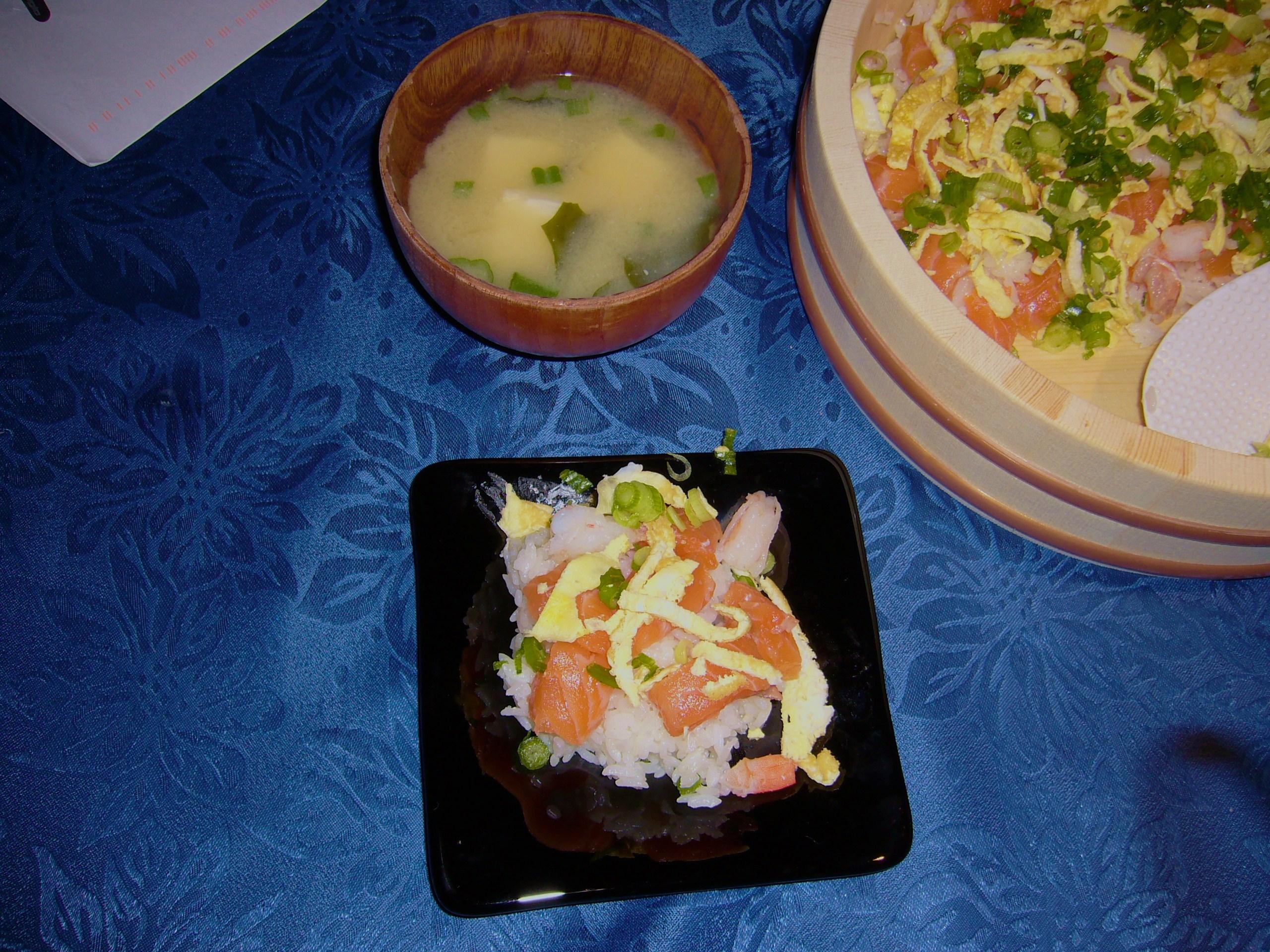 Chirashizushi and soup