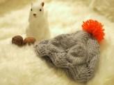 Bonnet pour bébé gris et rose corail