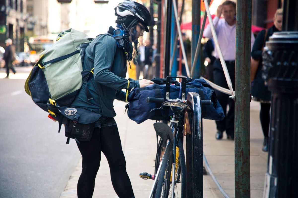 Traditional Bike Messengers Want The Same Building Access Rights