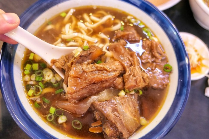 饕食館小籠湯包 北屯公園週邊好吃牛肉麵 還有好吃多汁的「大」湯包