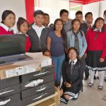 Yalitza Aparicio regresa a su pueblo natal y regala computadoras